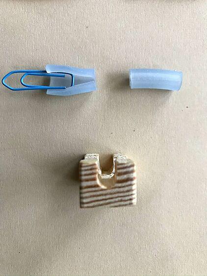 Holz und Silikonschlaun von der Seite